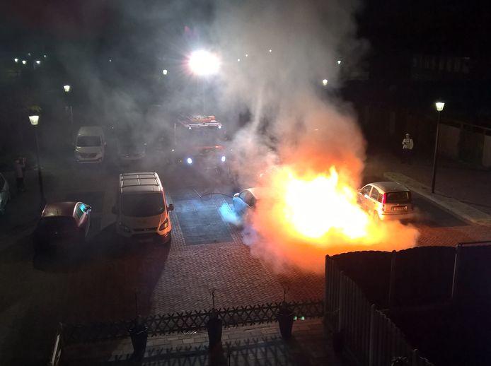 Autobrand op Mariahof in Culemborg, nummer 14 dit jaar, nu 48 in totaal sinds begin in 2016