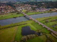 Even opletten: twee nachten omrijden omdat de Rhenense Rijnbrug op slot gaat