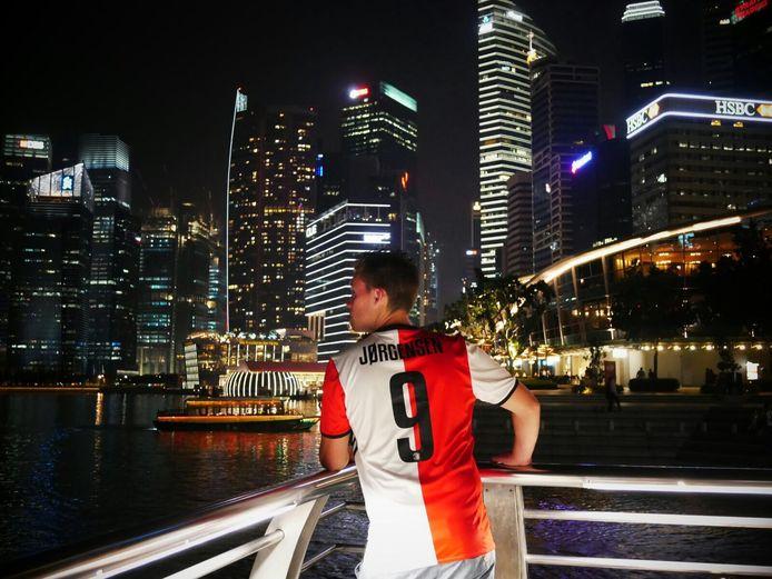 Bij zo'n prachtig uitzicht op Marina Bay in Singapore trek je natuurlijk je mooiste shirt aan…, schrijft Nick Polder.