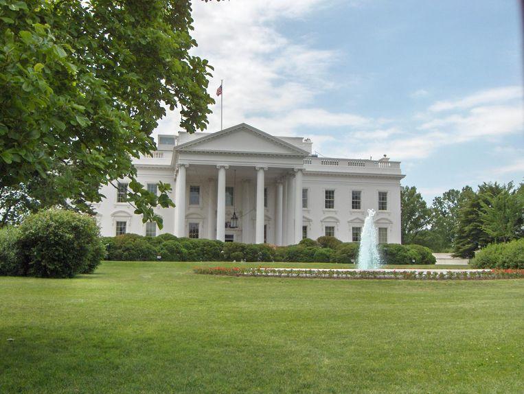 Onder dit gazon voor het Witte Huis zou ook een bunker verborgen zitten.
