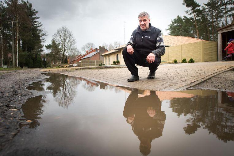 Bewoner Jacques Vernimmen klaagde al in 2016 over de vele putten in de Paddekotsheide. Ondertussen heeft de weg een asfaltlaag gekregen.