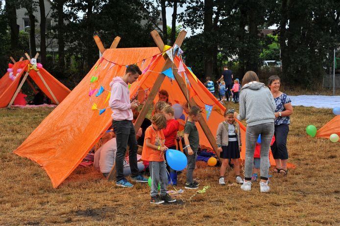 Hutten bouwen is een belangrijk onderdeel van de Doe-Week (archieffoto).