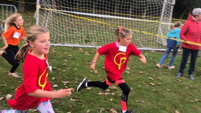 600 kinderen trekken loopschoenen aan voor scholenveldloop Keggecross
