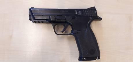 Vier (nep)vuurwapens duiken op in één weekend, dat baart zorgen in Tilburg