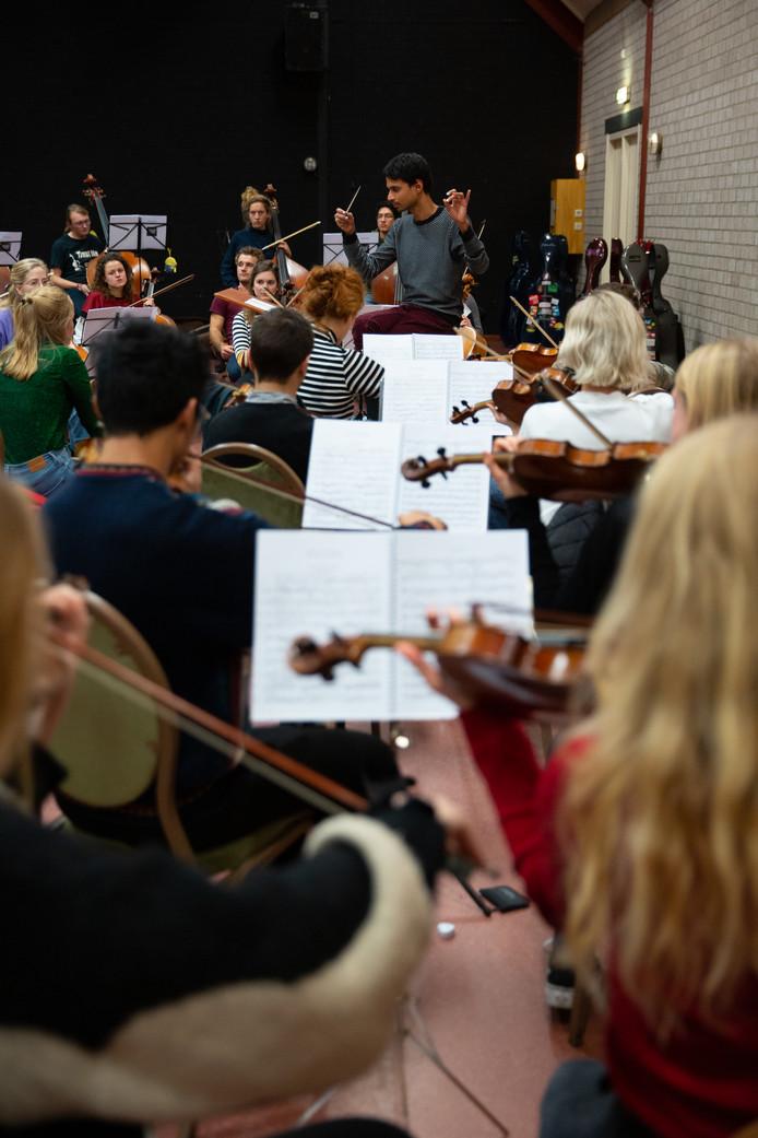Het Nederlands Studenten Orkest repeteert.