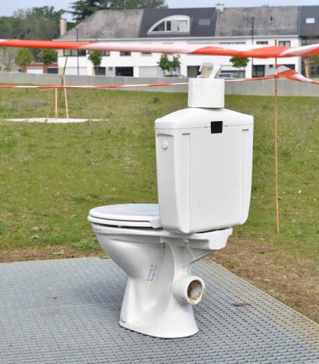 Vlaamse buren plaatsen wc-pot uit protest: 'Dan is dit ook kunst'