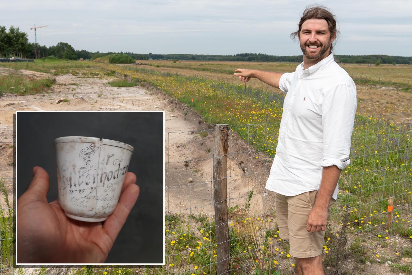 Nick Warmerdam doet archeologisch onderzoek op de vliegbasis naar woningen die zijn gesloopt om de vliegbasis Soesterberg te vergroten. Inzet:  een theekopje ter gelegenheid van een 25-jarig huwelijk.
