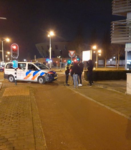 Capuchonpubers wilden 'chaos' in Enschede, maar politie stuurt ze naar huis