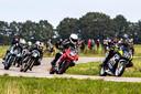 Mannen worden weer even jongens als ze met hun motor scheuren over de Luttenbergring.