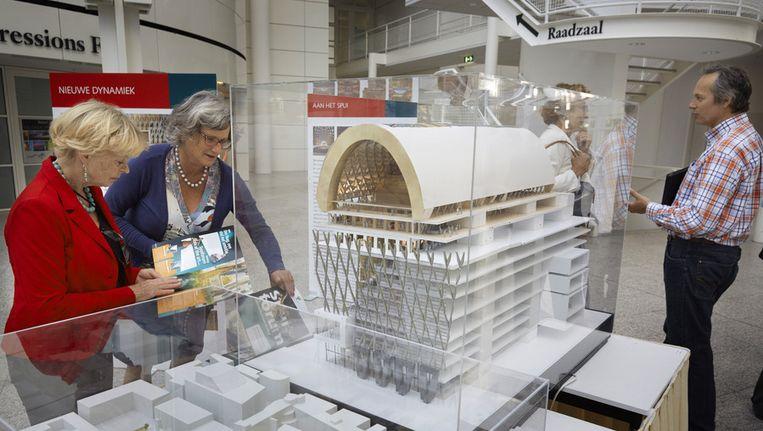 Een maquette van het cultuurpaleis in het Atrium van het stadhuis. Beeld anp