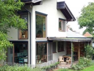 David en Katrien bouwden hun huis met stro, leem en hout