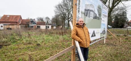 Oldenzaler Hans Boudrie kan niet stilzitten en bouwt weer een pand, nu voor zijn campers