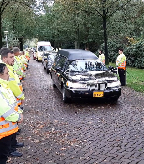 Indrukwekkend afscheid van Enschedeër die stierf na botsing met shovel