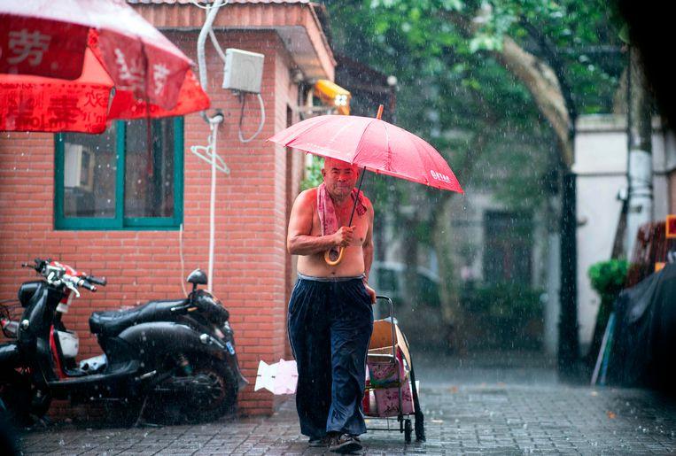 Grote delen van China worden al de hele maand geteisterd door felle regenbuien.