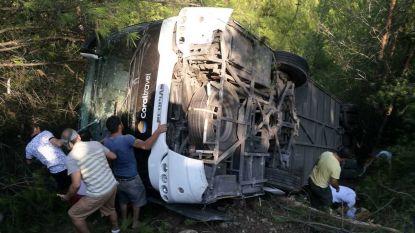 Toeristenbus gekanteld in Turkse Kemer: tientallen gewonden