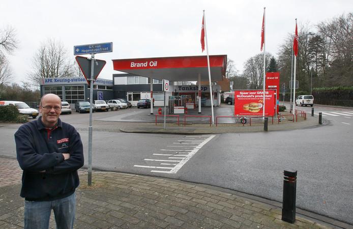 Een archieffoto van Gerhard Nijenhuis voor zijn huidige tankstation aan de Van Hogendorpstraat in Zutphen.