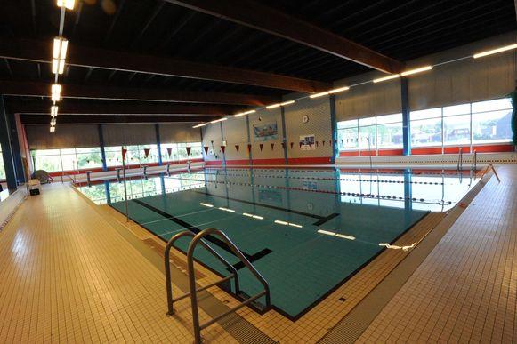Het zwembad in Hofstade is ondertussen al ruim twee maanden dicht.