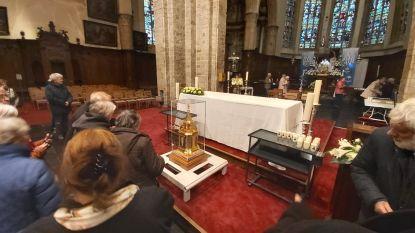"""Reliekschrijn van de Heilige Bernadette in de Sint-Janskerk: """"Triduüm van O.L. Vrouw van Sint-Jan afgelast door coronacrisis. Het is een doodzonde"""""""