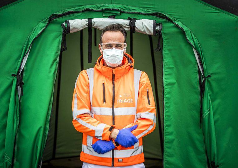 Een triageverpleegkundige bij het Catharinaziekenhuis in Eindhoven, die coronapatiënten selecteert. Beeld null