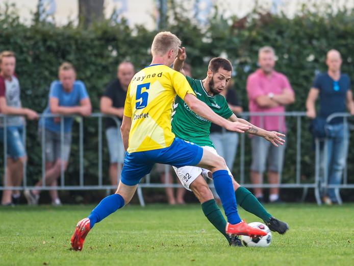 Diego van der Weide(HSC'21) met een passeerbeweging.