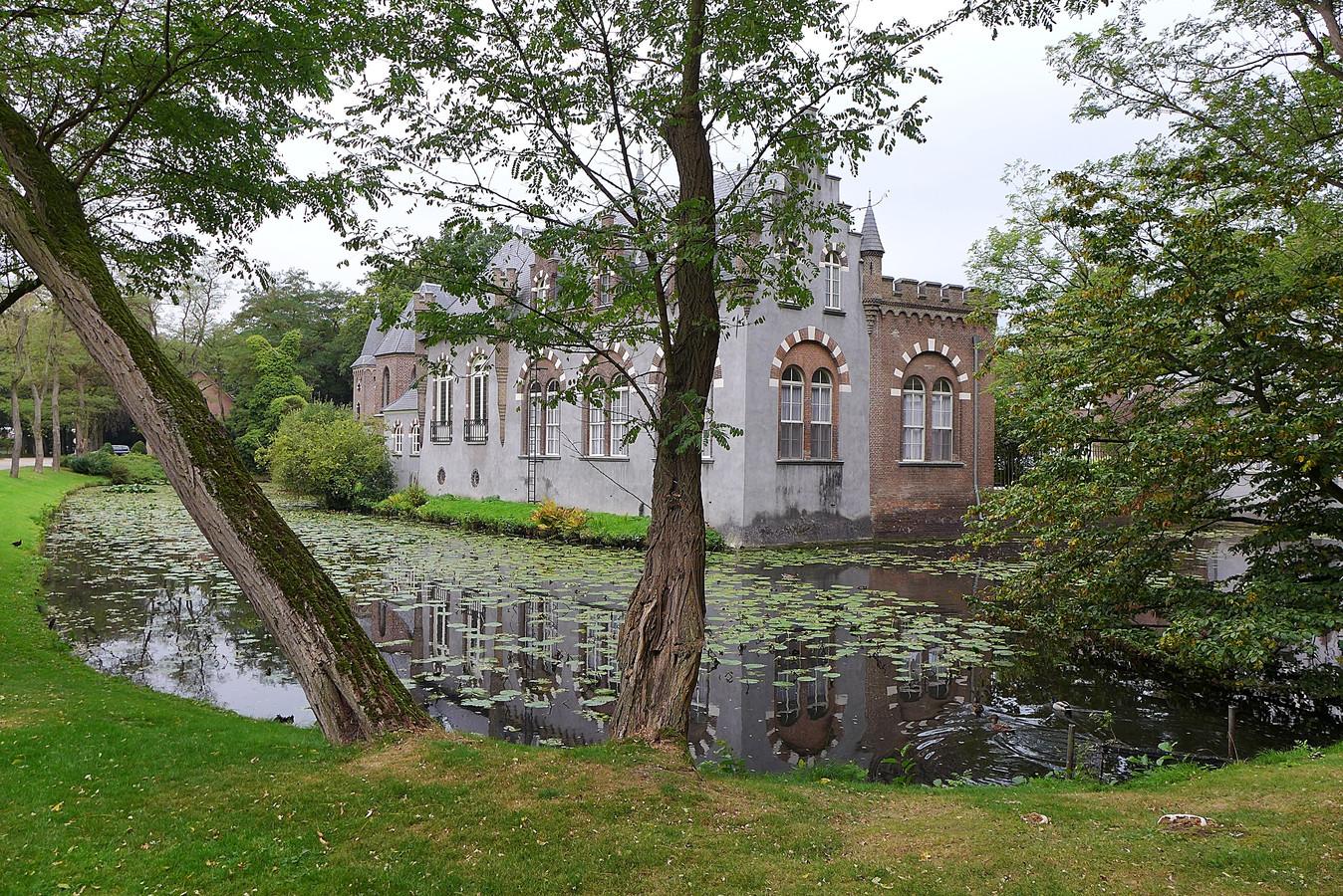 Kasteel Stapelen in Boxtel is het decor van de openluchttentoonstelling Kunst op Stapel.