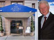 Bill Clinton tot tranen geroerd door ober: Zonder u had ik niet meer geleefd