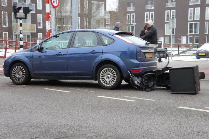 Maaltijdbezorger licht gewond na botsing achterop auto Utrecht.