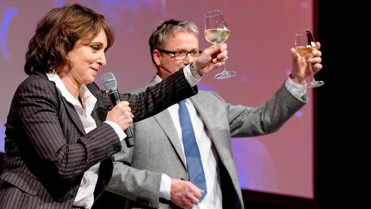 NPO-bestuursvoorzitter Shula Rijxman en haar voorgangen Henk Hagoort op de nieuwjaarsreceptie van de NPO in 2015. Beeld anp