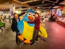 Enorme Meneer de Uil-knuffel krijgt tweede leven in Arnhem dankzij Nathalie