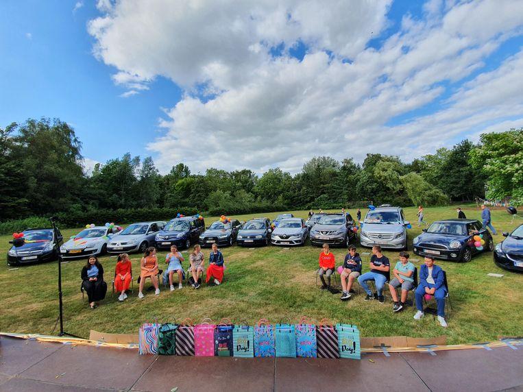 De leerlingen van de basisschool 4Sprong en 3D in Kalmthout namen op een erg originele manier afscheid.