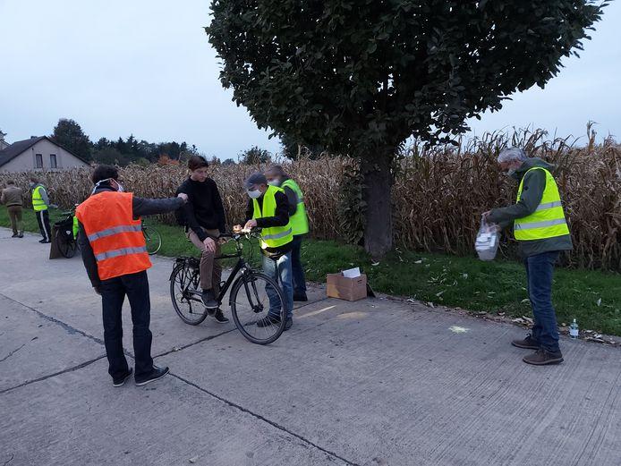 De Fietsersbond Haaltert hield dinsdag een actie rond fietsverlichting.