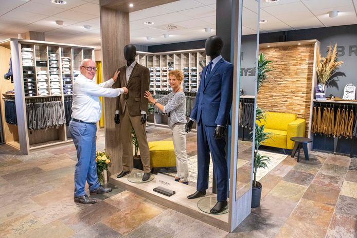 John en Janneke de Korte zijn er klaar voor om heel Walcheren weer  strak in het pak te steken in hun Souburgse modezaak John's Men & Women.