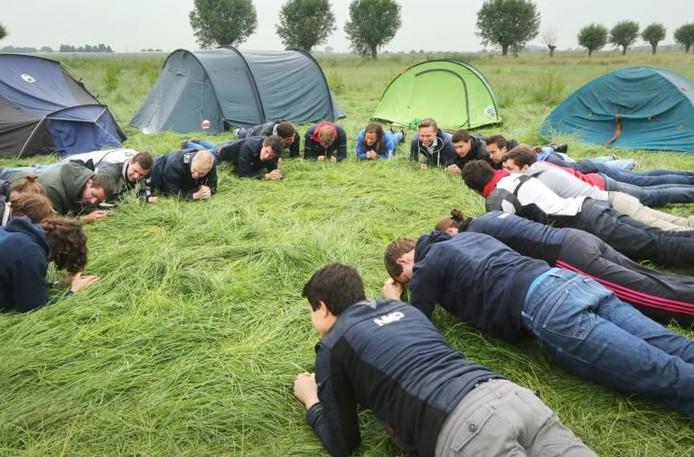 Ter voorbereiding kampeerden de studenten in Prinsenbeek.