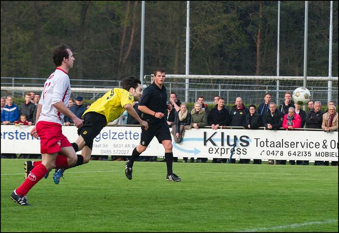 SSS'18-aanvaller Bas Joosten scoort tegen Volharding. Archieffoto.