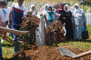 Herbegrafenis van een slachtoffer van de genocide in Potocari.