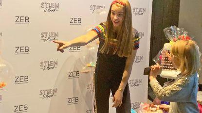 TikTok-ster Stien Edlund bezoekt ZEB-winkel: honderden meisjes schuiven aan voor meet-and-greet