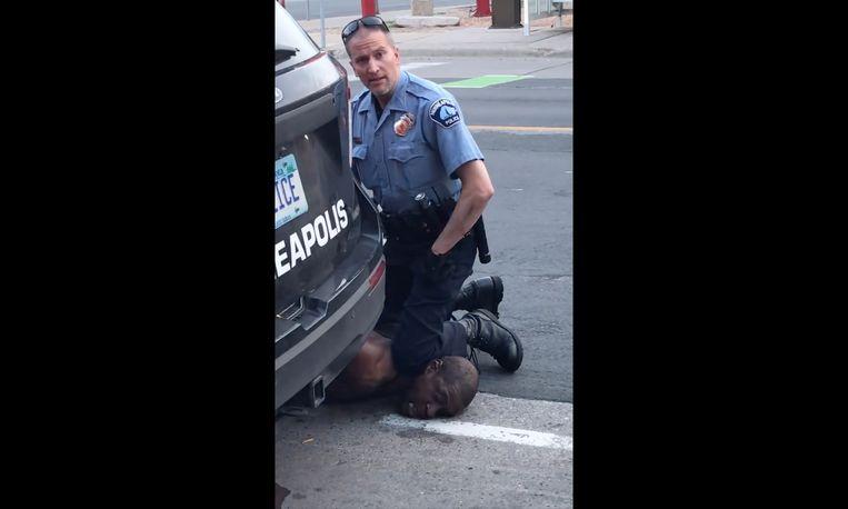 Dit beeld ging de hele wereld rond en zorgde zowat overal voor protest tegen racistisch politiegeweld.