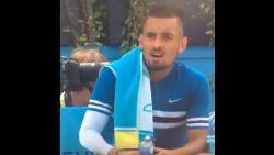 De vreemde (en obscene) geste die Australisch enfant terrible van het tennis wel heel duur te staan komt