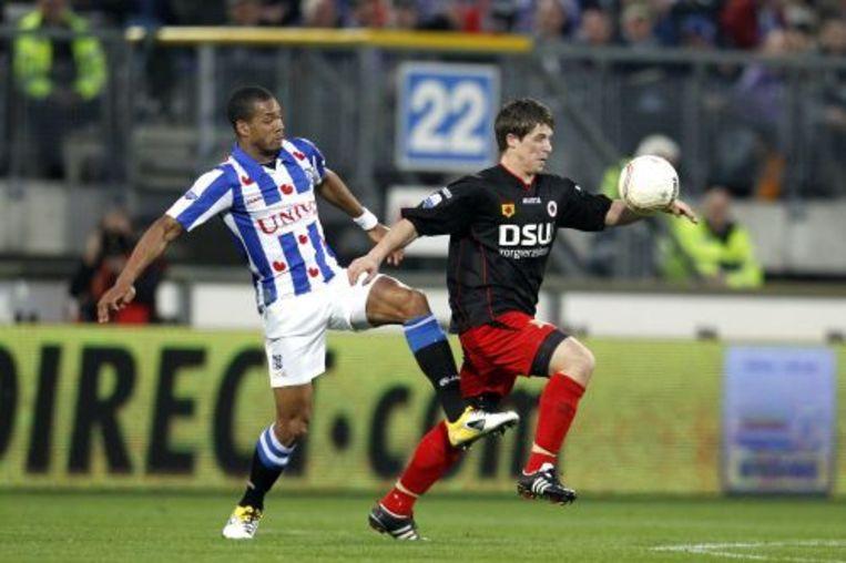 Calvin Jong-A-Pin (L) van sc Heerenveen in duel met Tim Vincken (R) van Excelsior. ANP PRO SHOTS Beeld