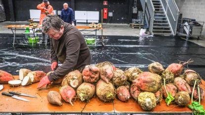 Yper Museum blaast traditie nieuw leven in: Papa Scouts maken bietenlantaarns voor Sint-Maartensstoet