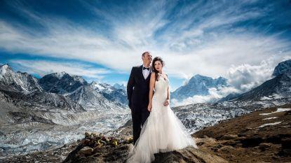 VIDEO: Dit koppel is op een héél originele plek getrouwd!