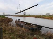 Ingewikkelde klus op de Lek: 1500 kilo zware wieken van Viaanse molen verscheept