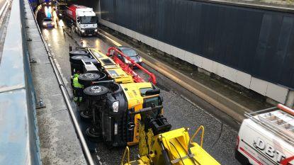 Ongevallen met vrachtwagens en herfstweer sturen ochtendspits rond Antwerpen in de war