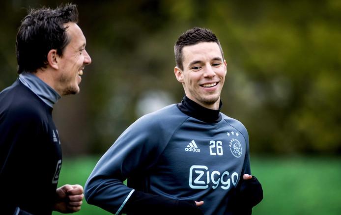 Nick Viergever en Diederik Boer tijdens de training van Ajax daags na het bereiken van de halve finale van de Europa League.