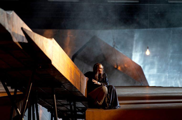 Eva-Maria Westbroek als Sieglinde in Wagners 'Die Walküre' bij De Nationale Opera. Beeld Ruth Walz/DNO