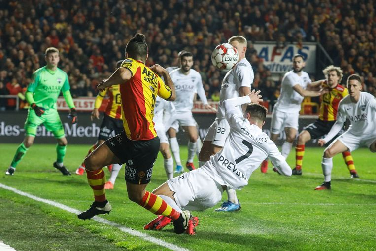 Lucas Bijker in actie tijdens de laatste wedstrijd van KV Mechelen tegen KAS Eupen.