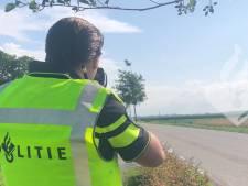 Politie bekeurt hardrijders in Langeraar