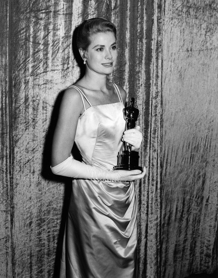 Grace Kelly in Edith Head (1955). The 15 most memorable dresses from the history of the Oscars