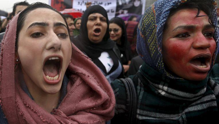 Vrouwen in Kabul protesteren tegen de dood van Farkhunda.