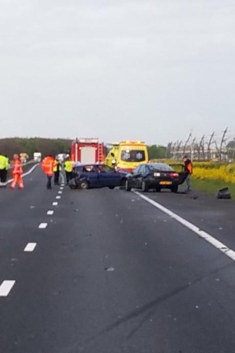 A15 weer open na ernstig ongeluk met twee auto's bij Gellicum
